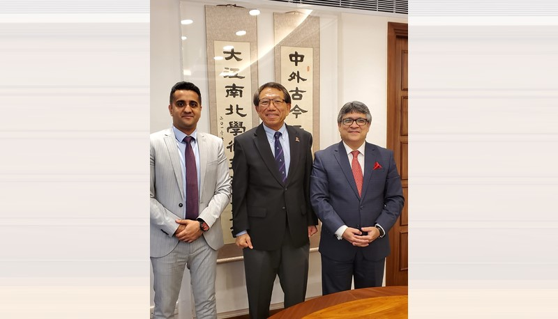 Prof. Rocky S. Tuan warmly welcomes H.E. Mr. Bilal Ahmad Butt, Consul General, Consulate General of Pakistan in Hong Kong.