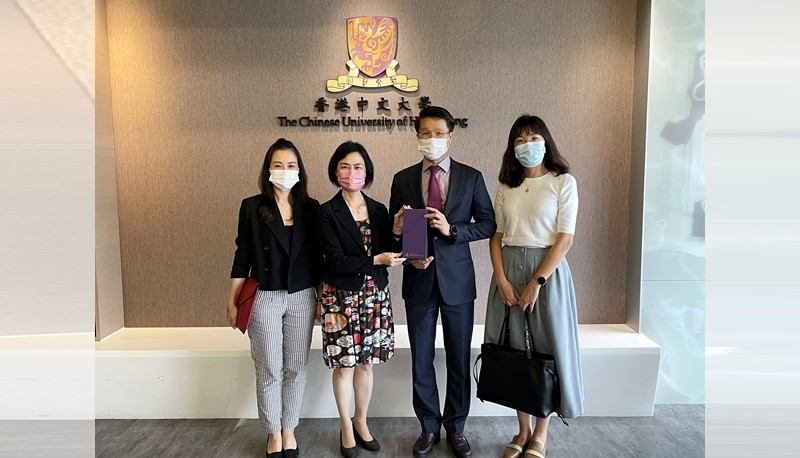The Consul General of the Consulate General of Vietnam in Hong Kong visits CUHK to learn more about the study opportunities for Vietnamese students.